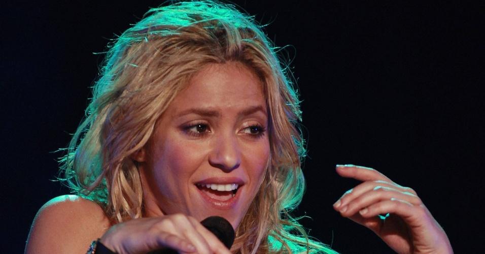Shakira canta em show realizado em Buenos Aires, Argentina (05/03/2011)