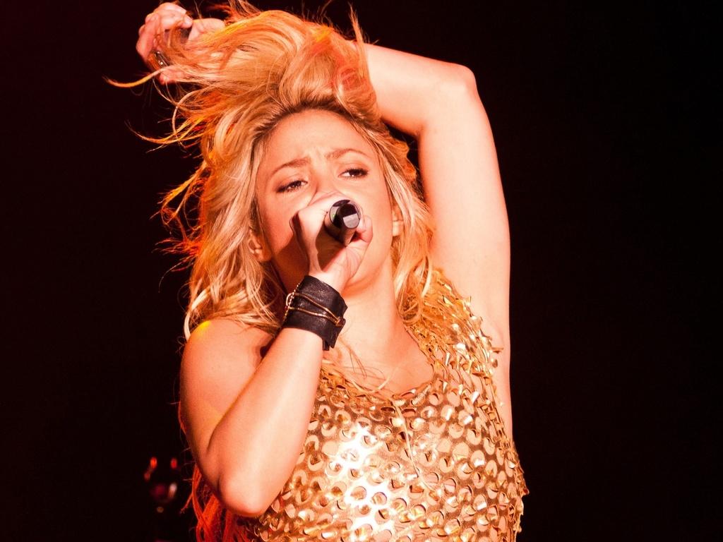 Shakira durante apresentação na edição gaúcha do Pop Music Festival, em Porto Alegre (15/03/2011)