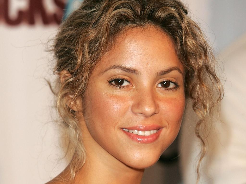 Shakira chega ao Fashion Rocks, no Radio City Music Hall, em Nova York (08/09/2005)