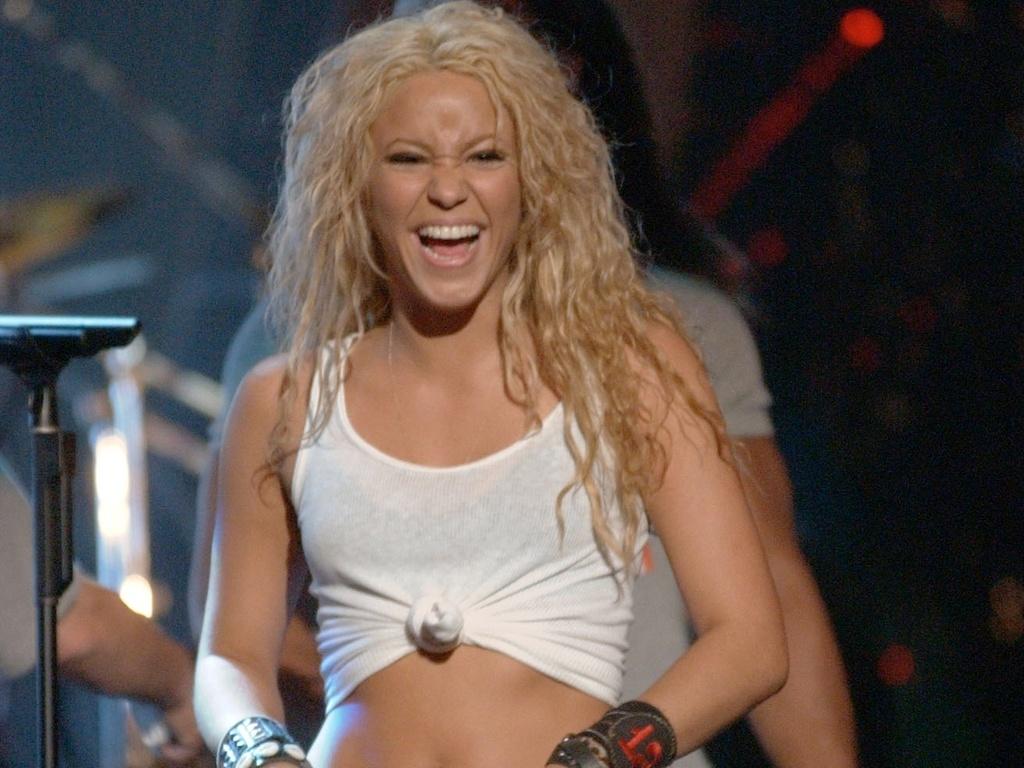 Shakira durante ensaio do MTV Video Music Awards 2002 no Radio City Music Hall, em Nova York (28/08/2002)