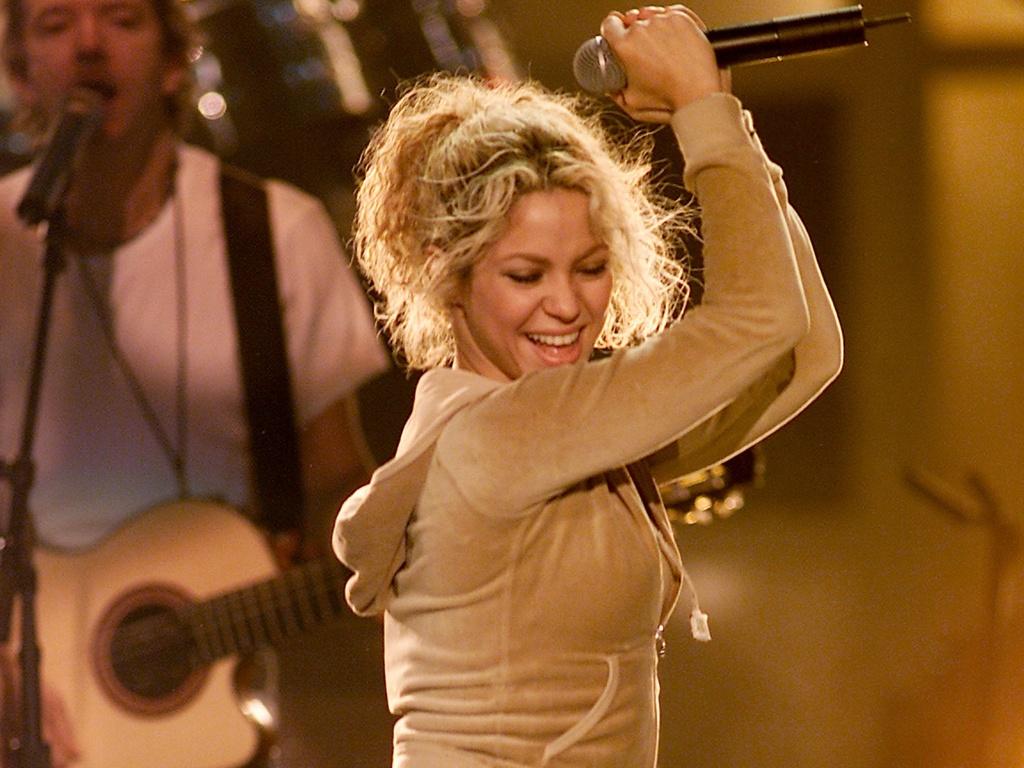 Shakira durante ensaio para o Radio Music Awards no Aladdin Hotel, em Las Vegas (26/10/2001)