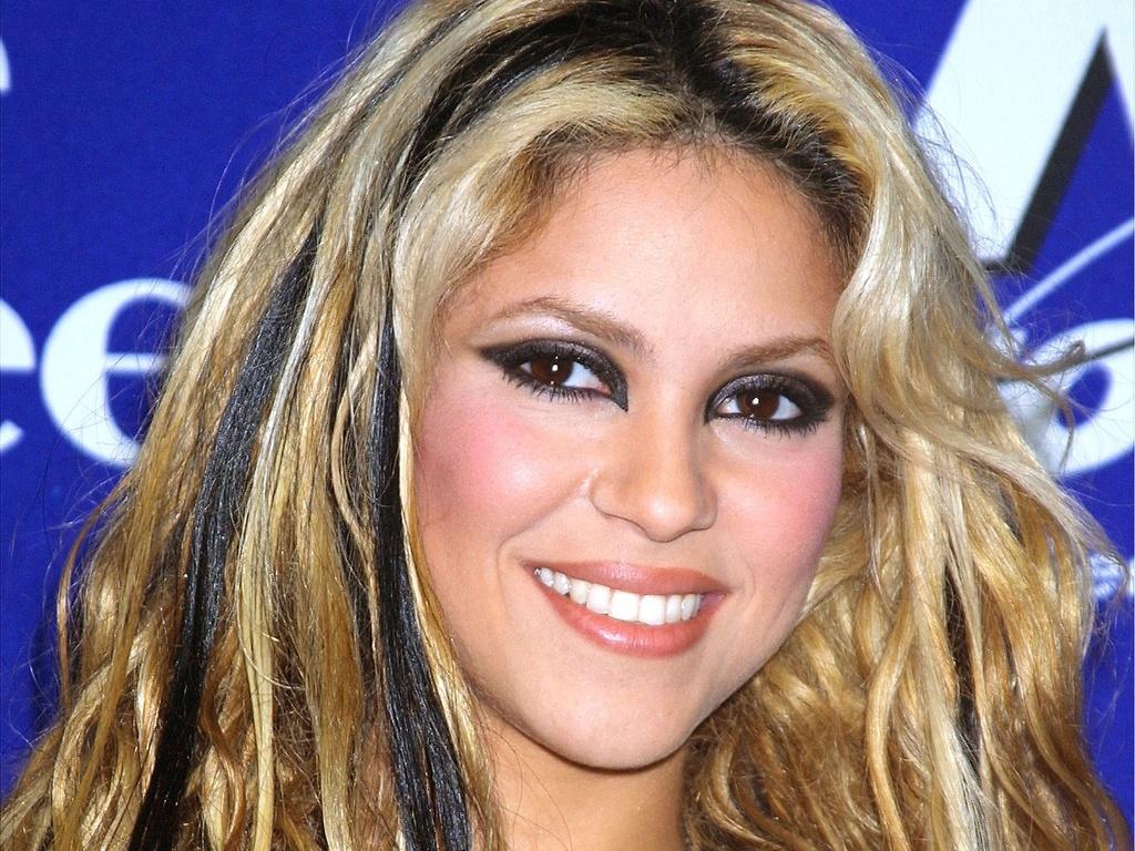 Shakira durante o evento KTUs Fourth Annual Miracle, no Madison Square Garden, em Nova York (18/12/2001)