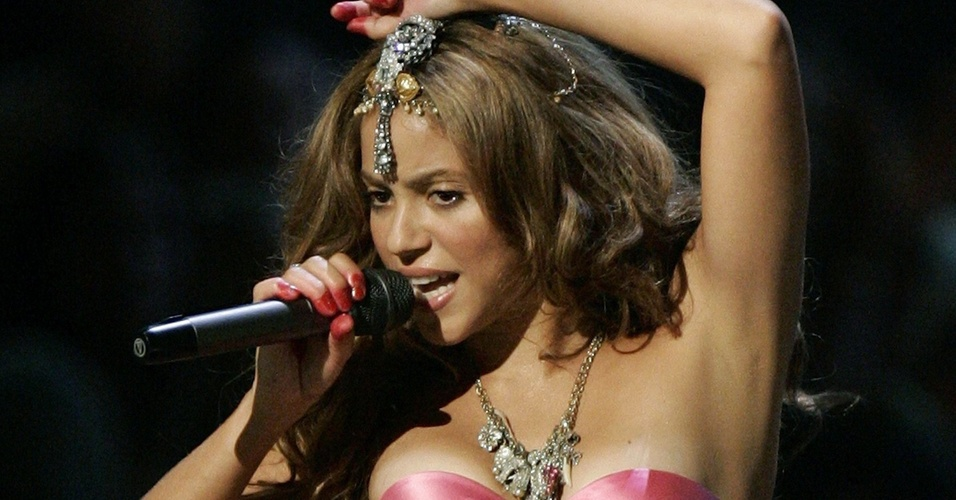 Shakira durante perfomance no MTV Music Awards 2006, em Nova York (31/08/2006)