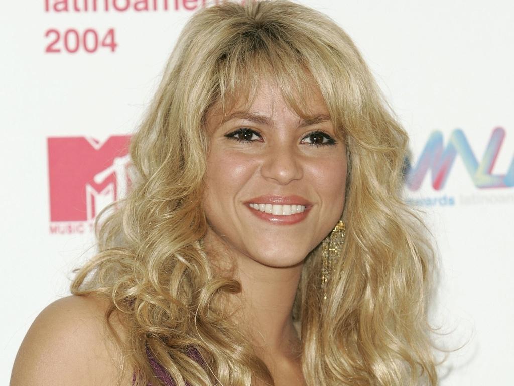 Shakira posa para foto no tapete vermelho do MTV Video Music Awards Latin America, no Jackie Gleason Theater, em Miami Beach (21/10/2004)