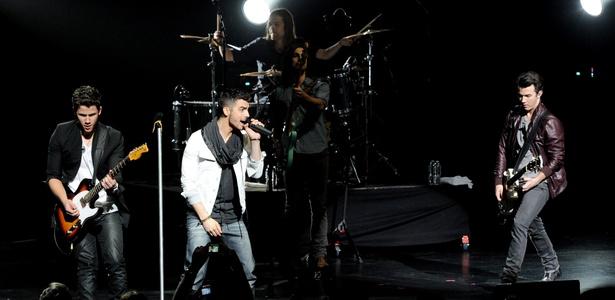 Show da banda Jonas Brothers em evento beneficente na Califórnia, EUA (20/03/2011)