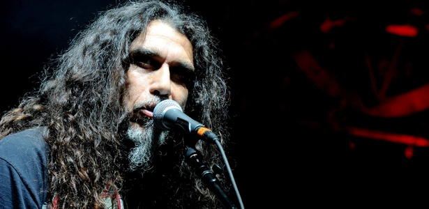 O vocalista do Slayer, Tom Araya, durante show no Gibson Amphitheatre em Universal City, na Califórnia (21/10/2010)
