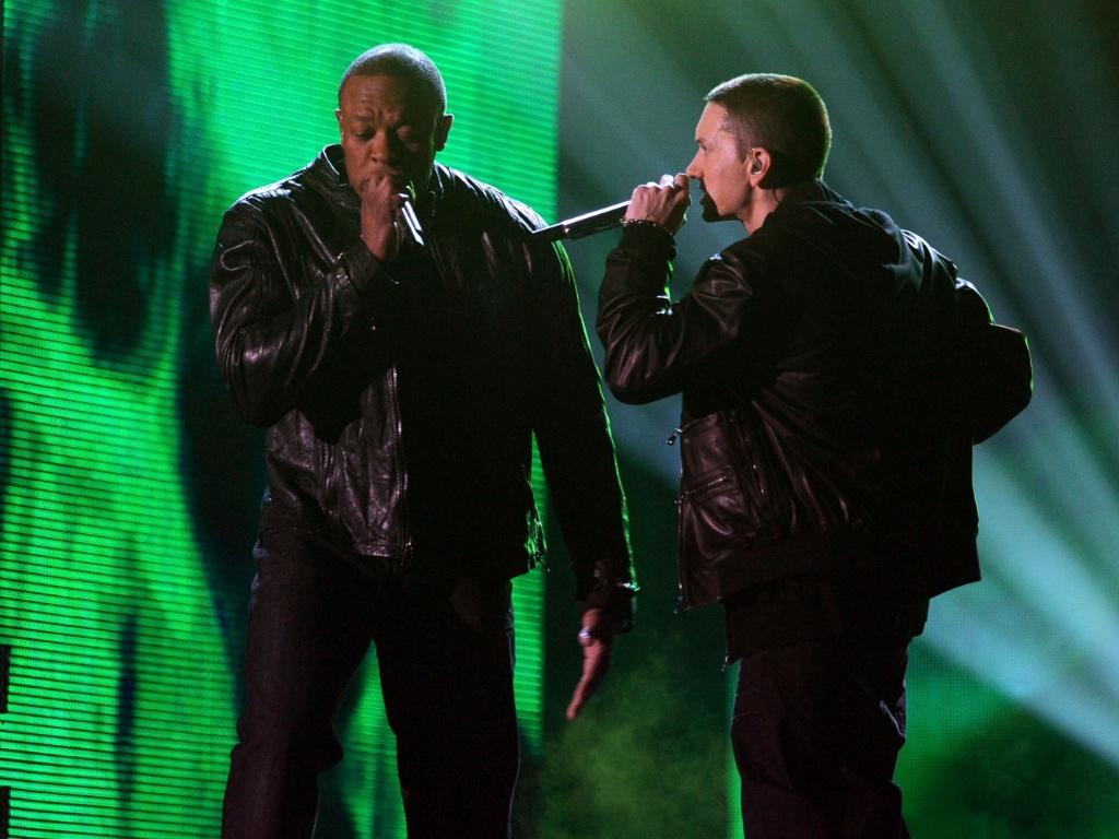 Dr. Dre e Eminem em apresentação no Grammy 2011, em fevereiro
