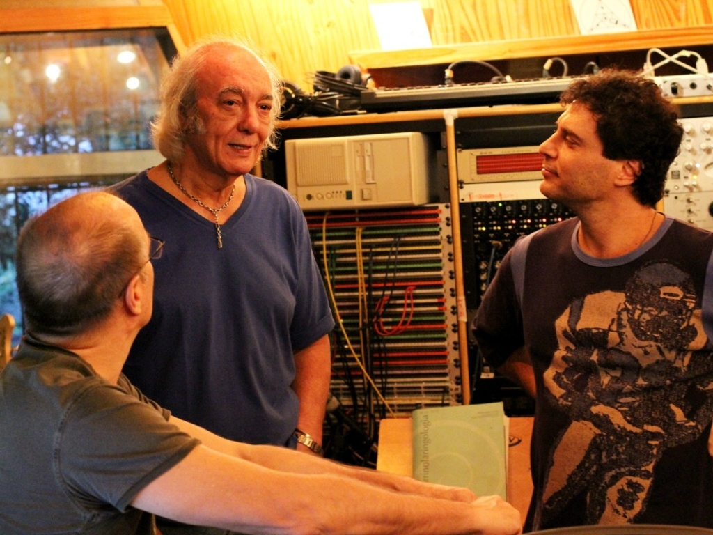 Erasmo Carlos recebe o cantor e guitarrista Roberto Frejat