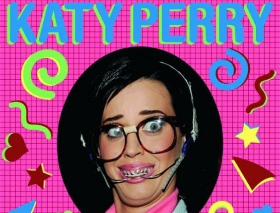 Katy Perry aparece com visual nerd na capa do EP