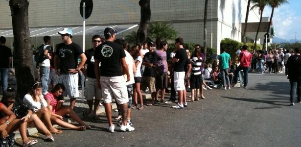 Fila para comprar ingressos para o festival Rock In Rio no Barrashopping, no Rio de Janeiro (07/05/2011)