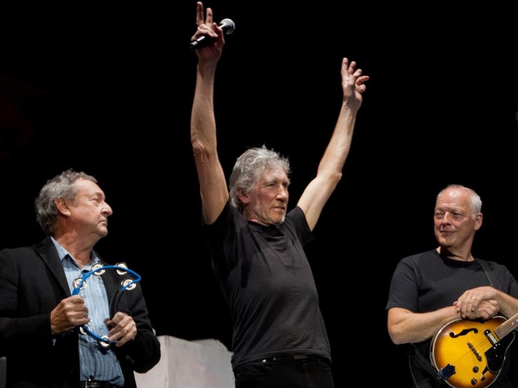 Nick Mason, Roger Waters e David Gilmour dividem o palco durante show que reuniu os integrantes remanescentes do Pink Floyd na O2 Arena, em Londres (12/05/2011)