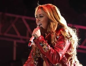 Miley Cyrus chega a SP com a turnê