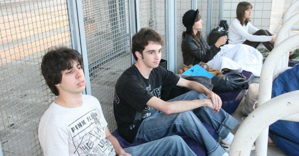Fãs formam fila na entrada do Engenhão para show de Paul McCartney no Rio de Janeiro (18/05/2011)