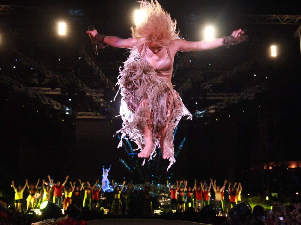 Cantora Shakira dança durante apresentação em Beirute, no Líbano (26/05/2011)