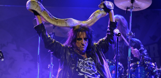 Alice Cooper durante show no 3º Revolver Golden God Awards, no Club Nokia, em Los Angeles (20/04/2011)