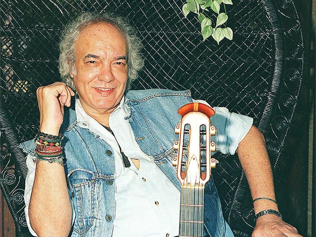 O músico Erasmo Carlos durante entrevista em sua residência no Rio de Janeiro (24/10/1997)