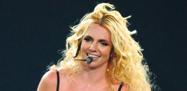 Britney Spears apresenta a turn� Femme Fatale na Calif�rnia (24/6/11)