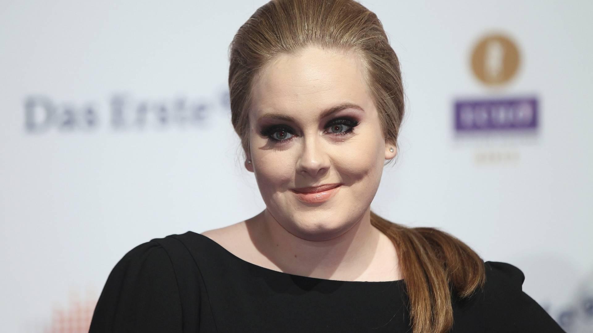 A cantora Adele no tapete vermelho do Echo Awards 2011 no Palais am Funkturm em Berlim (24/3/2011)