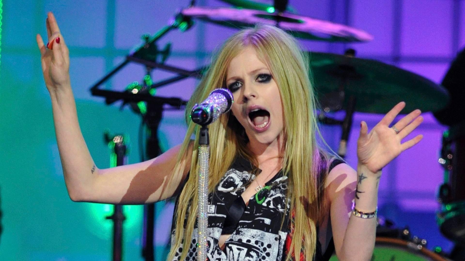 Avril Lavigne canta durante apresentação no MuchMusic Video Awards em Toronto, no Canadá (19/06/2011)