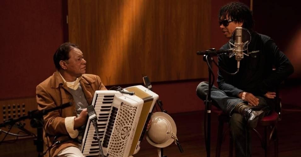 Dominguinhos e Djavan encontram-se em estúdio, em São Paulo, para gravação de documentário (09/08/2011)