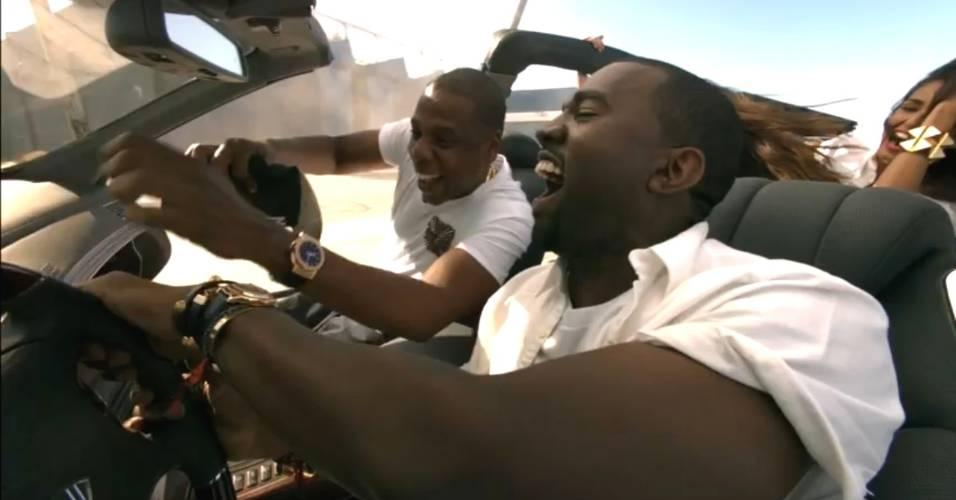 Os rappers Jay-Z e Kanye West no clipe da música