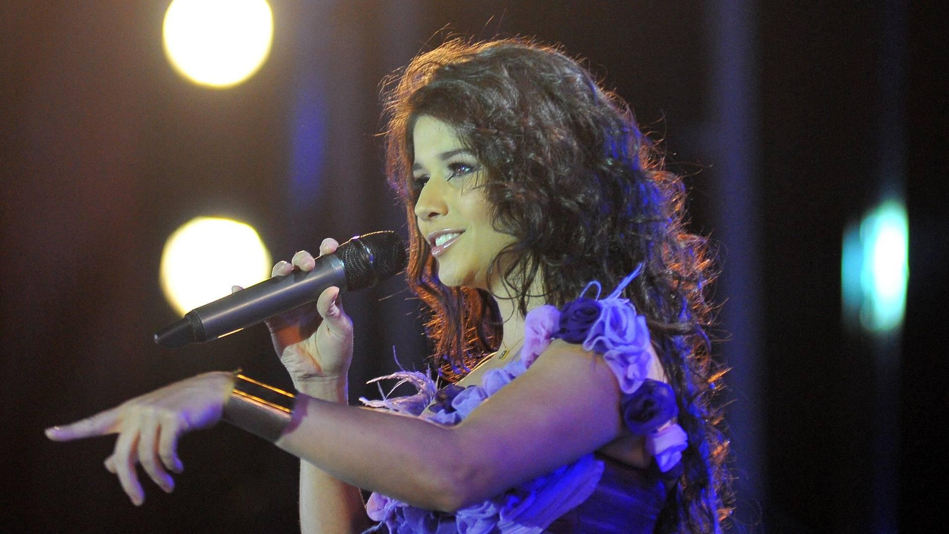 Cantora Paula Fernandes durante apresentação na Festa de Barretos (18/08/2011)