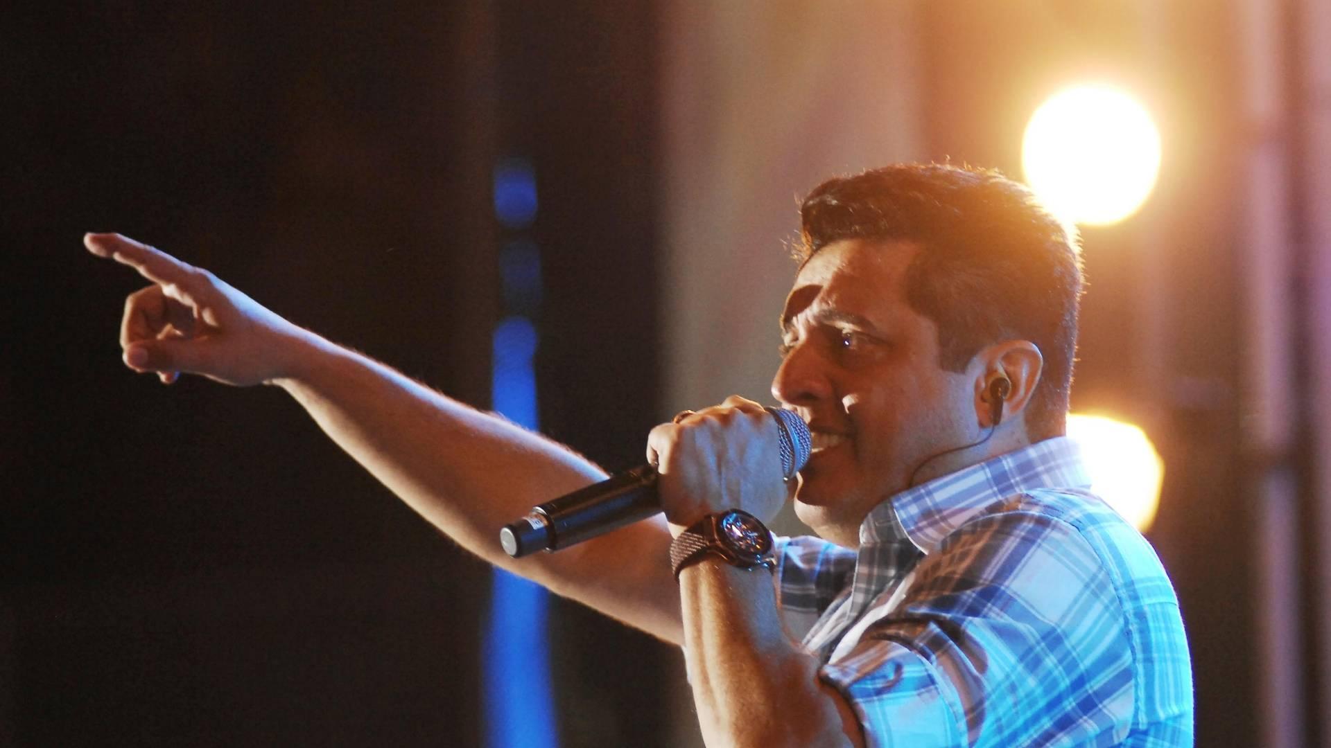 Bruno, da dupla Bruno & Marrone, faz apresentação na Festa de Peão de Barretos (19/8/11)