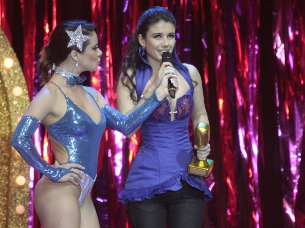 Paula Fernandes agradece ao Prêmio Multishow de melhor cantora e melhor artista sertanejo no HSBC Arena, no Rio de Janeiro (06/09/2011)