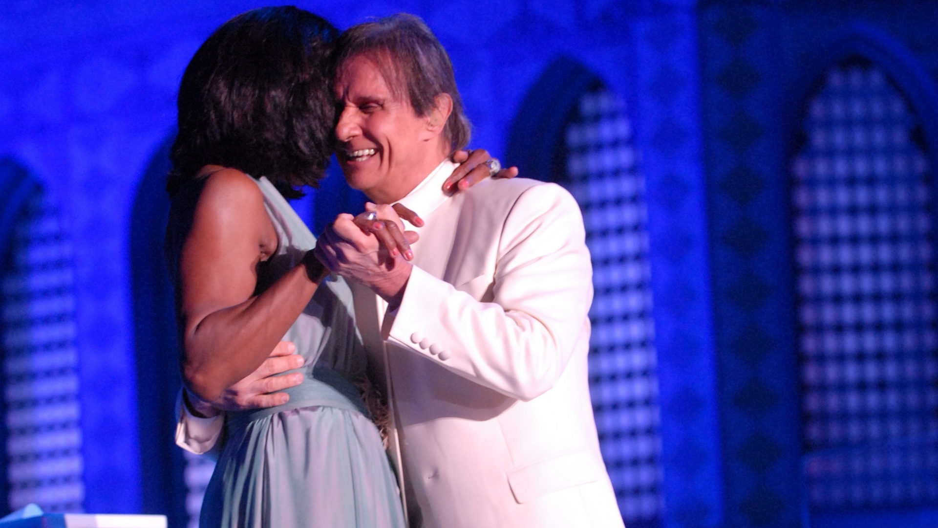 Roberto Carlos dança com a jornalista Glória Maria em Jerusalém (7/9/11)