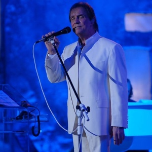 Roberto Carlos faz show em Jerusalém para mais de cinco mil pessoas, canta em hebraico e é aplaudido de pé (7/9/11)