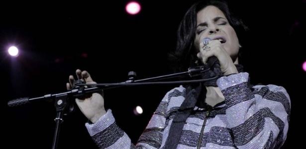 Marina Lima subiu ao palco, cantou e dançou ao lado da banda Skank durante show em São Paulo (8/9/11)
