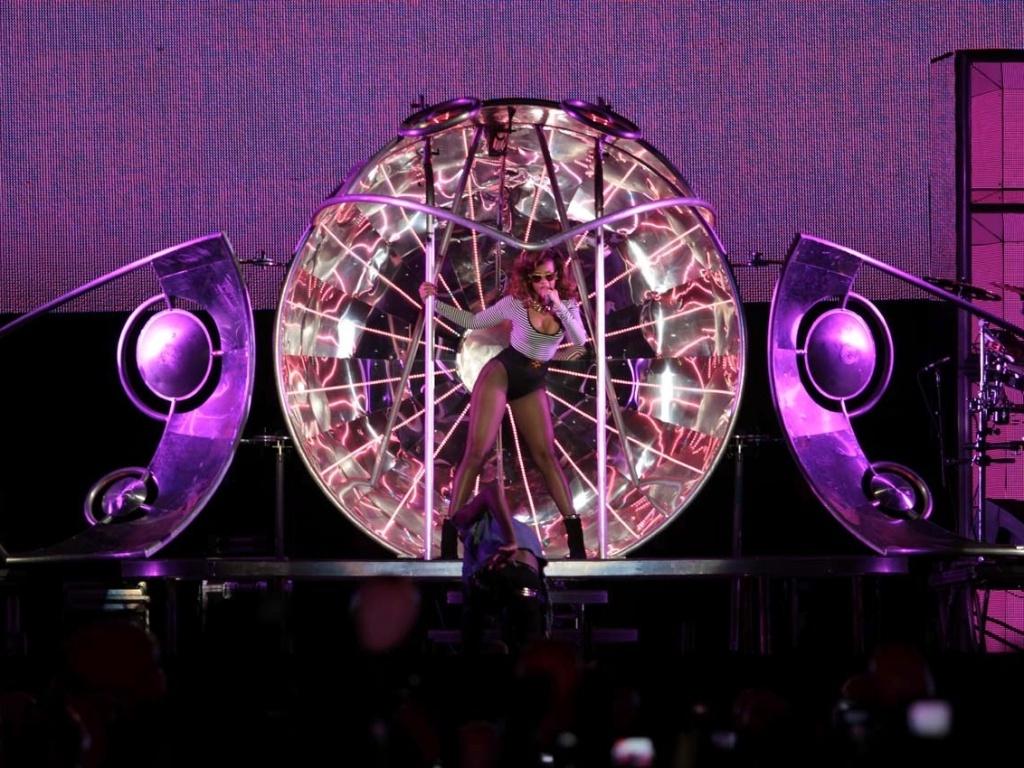 Rihanna show SP