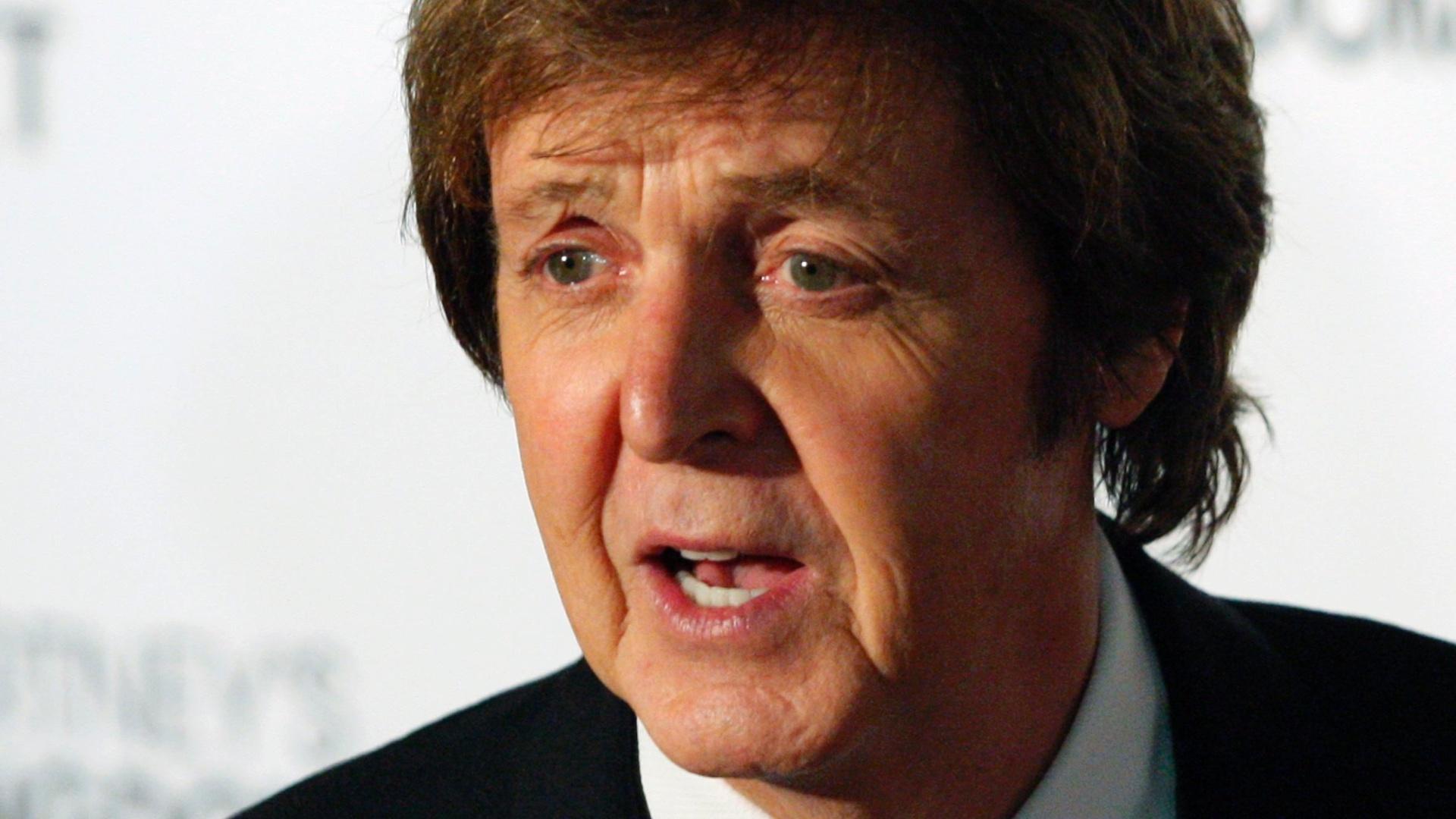 O cantor e compositor Paul McCartney chega à premierè de