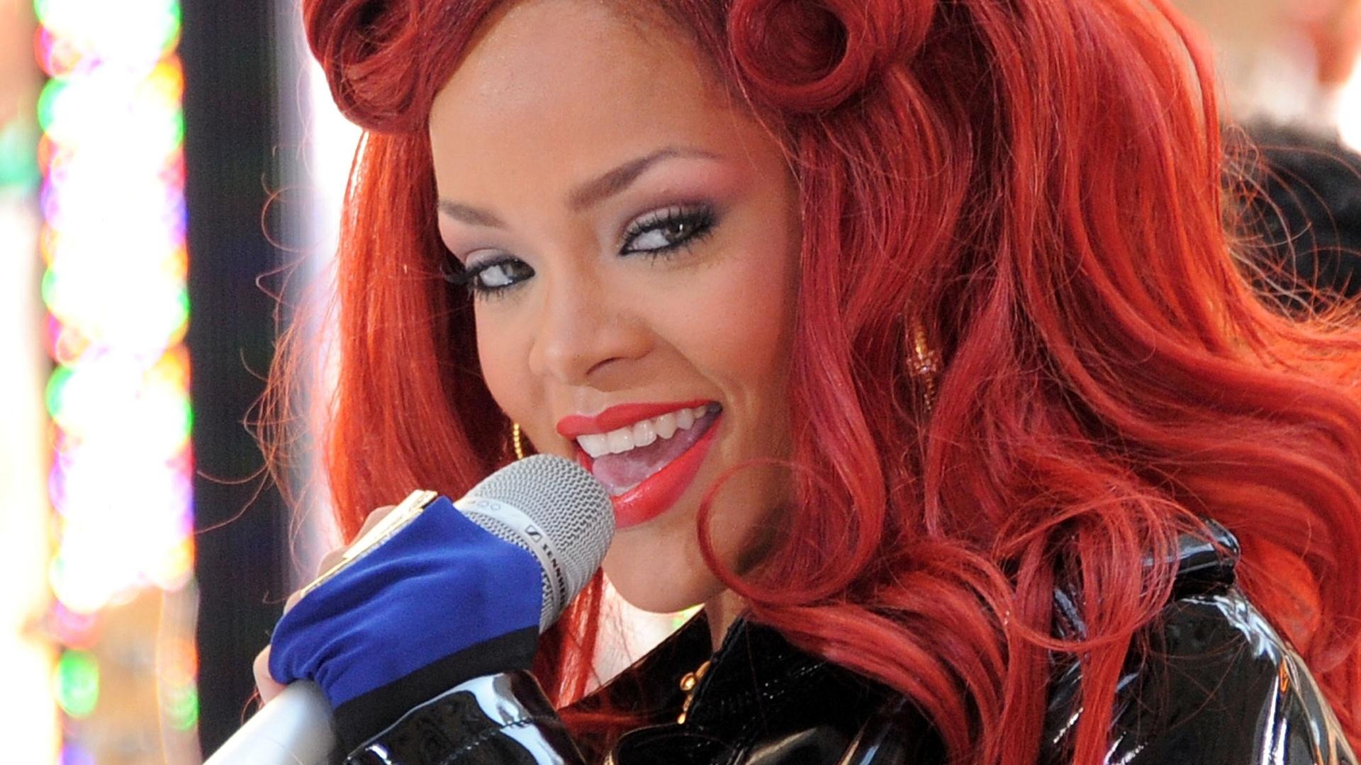 Rihanna se apresenta no programa