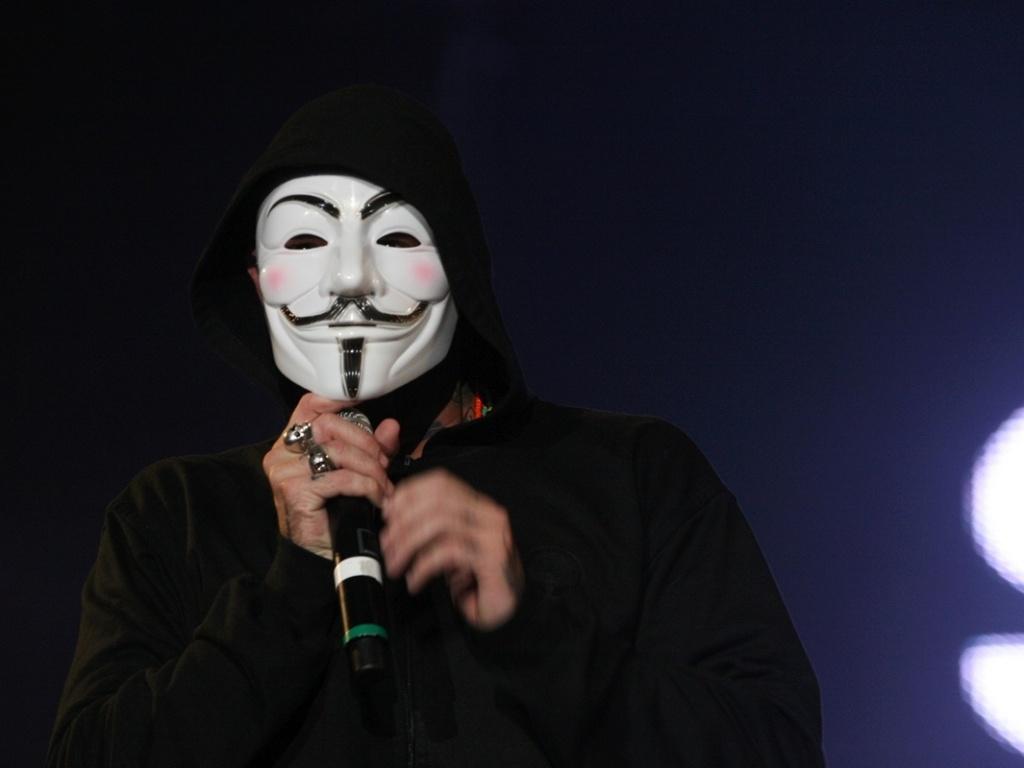 Tico Santa Cruz, da banda Detonautas, se apresenta com a banda Detonautas no palco Mundo (2/10/2011)