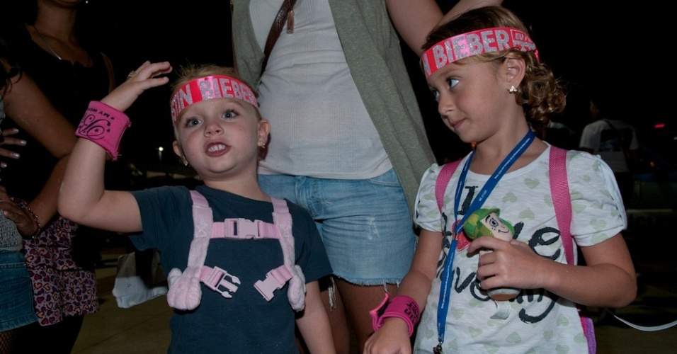 As pequenas Sophia e Luiza vão ao show de Justin Bieber no Rio de Janeiro (5/10/2011)