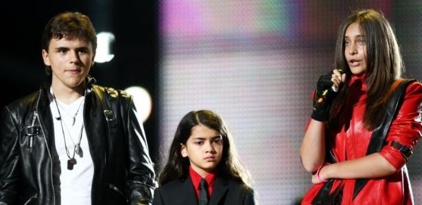 Filhos de Michael Jackson homenageiam o pai no tributo