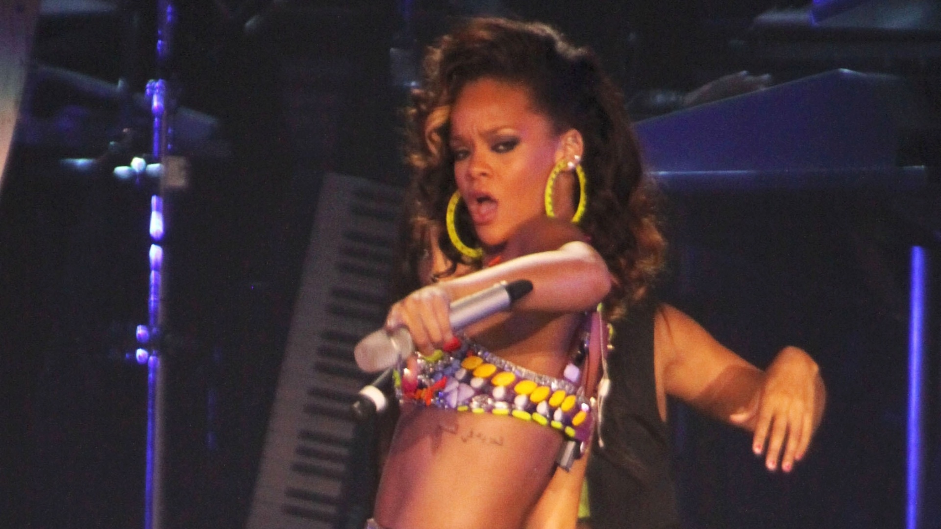 Rihanna faz show em Londres e anima o pblico com suas performances (7/10/2011)
