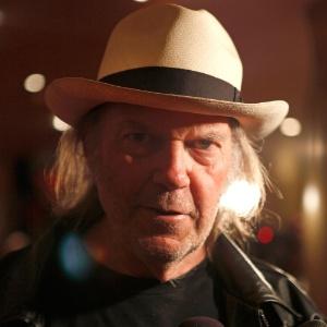 O músico Neil Young vai lançar álbum duplo com a banda Crazy Horse em outubro