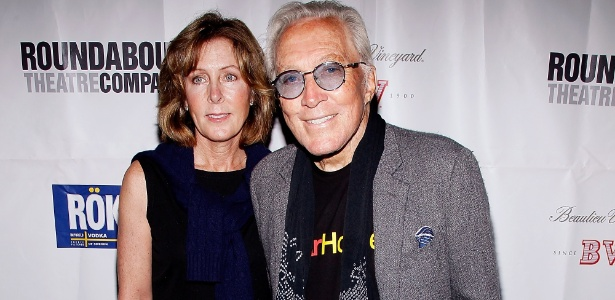"Andy Williams e sua mulher Debbie Meyer na estreia de ""The People In The Picture"", em NY (28/04/2011)"
