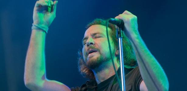 Eddie Vedder durante show do Pearl Jam na Praça da Apoteose, no Rio de Janeiro (06/11/2011)