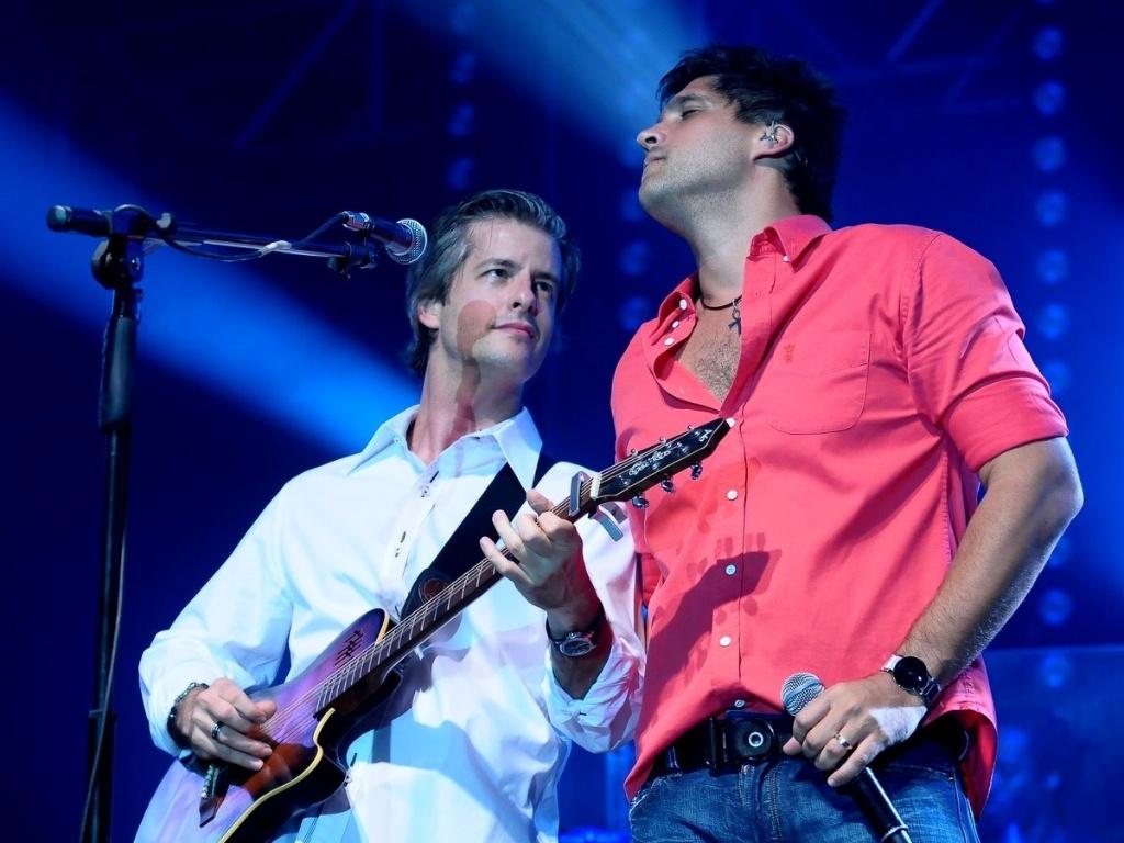 Victor e Leo comemoram cinco anos de sucesso com show em Uberlândia (29/11/11)