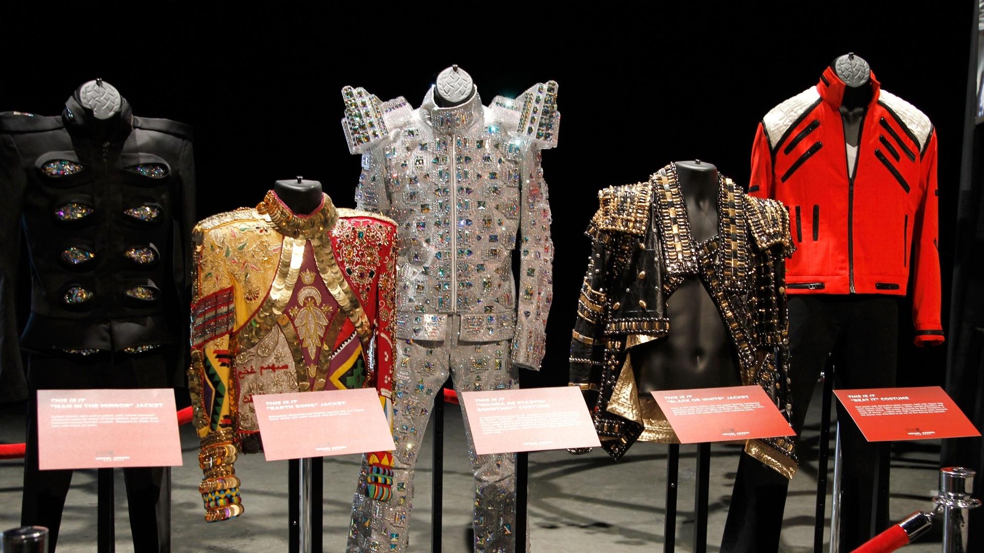 Figurinos de Michael Jackson são exibidos em pré-estreia