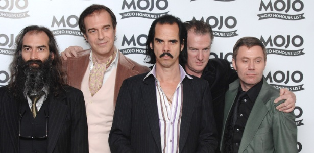A banda Nick Cave and The Bad Seeds mostram seu prmio MOJO (16/6/8)