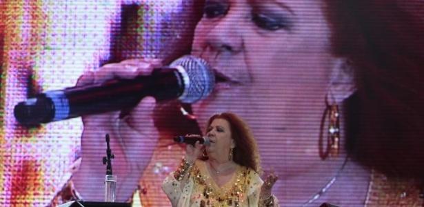 Beth Carvalho se apresenta no Réveillon de Copacabana (31/12/2011)