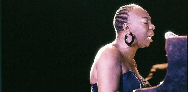 A cantora e pianista Nina Simone em foto de maio de 1995
