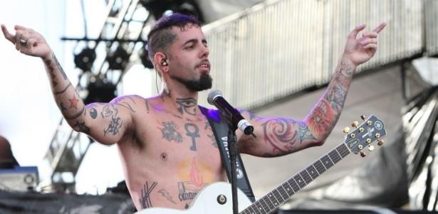 Tico Santa Cruz se apresentou com a banda Detonautas no festival Planeta Atlantida, em Florianópolis (14/1/12)