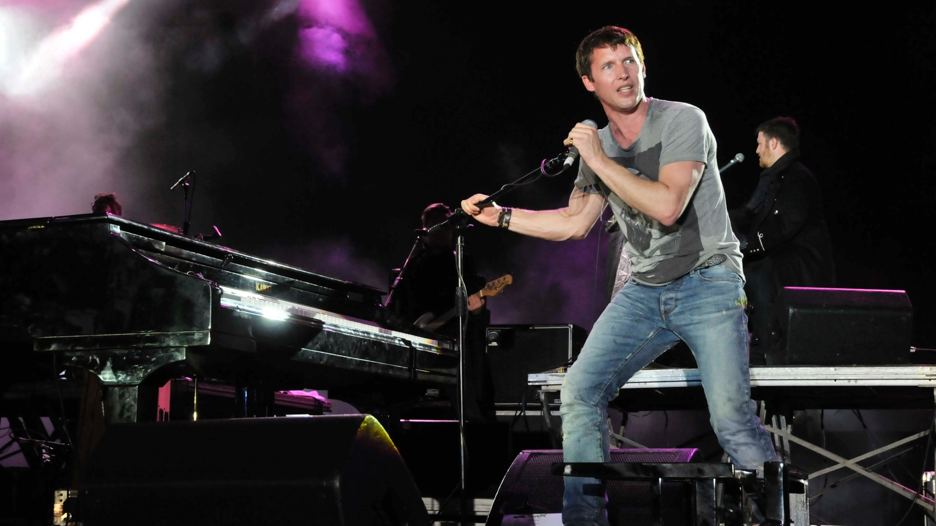 James Blunt se apresenta na primeira noite do Festival de Vero de Salvador (25/1/12)