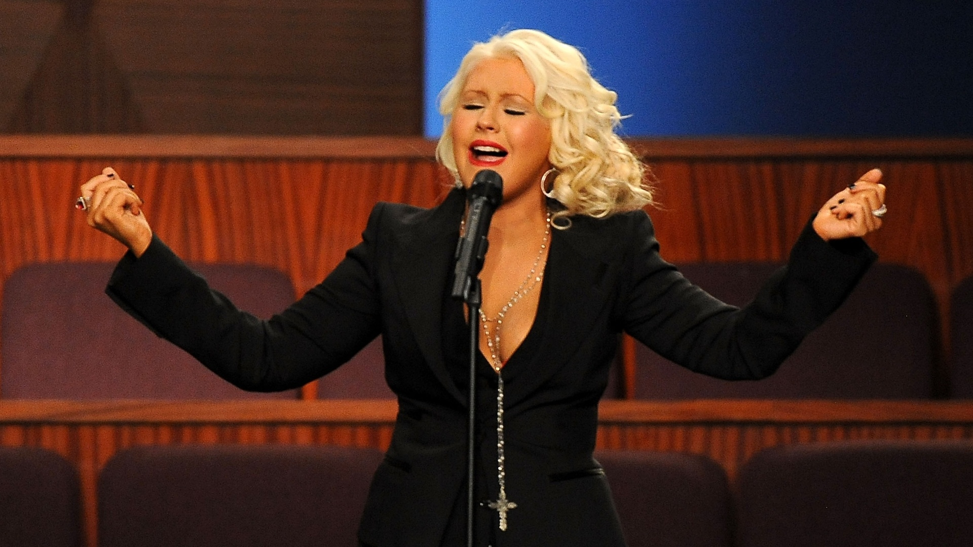 Christina Aguilera canta no funeral de Etta James (28/01/12)