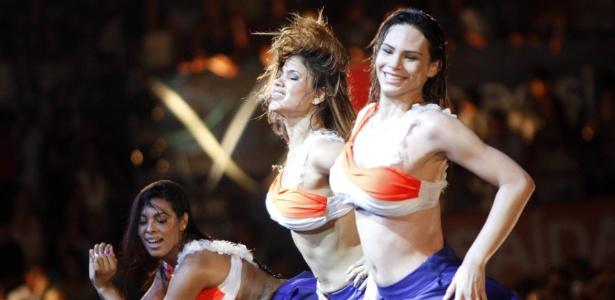 Rayssa Melo, à direita, antes de passar mal